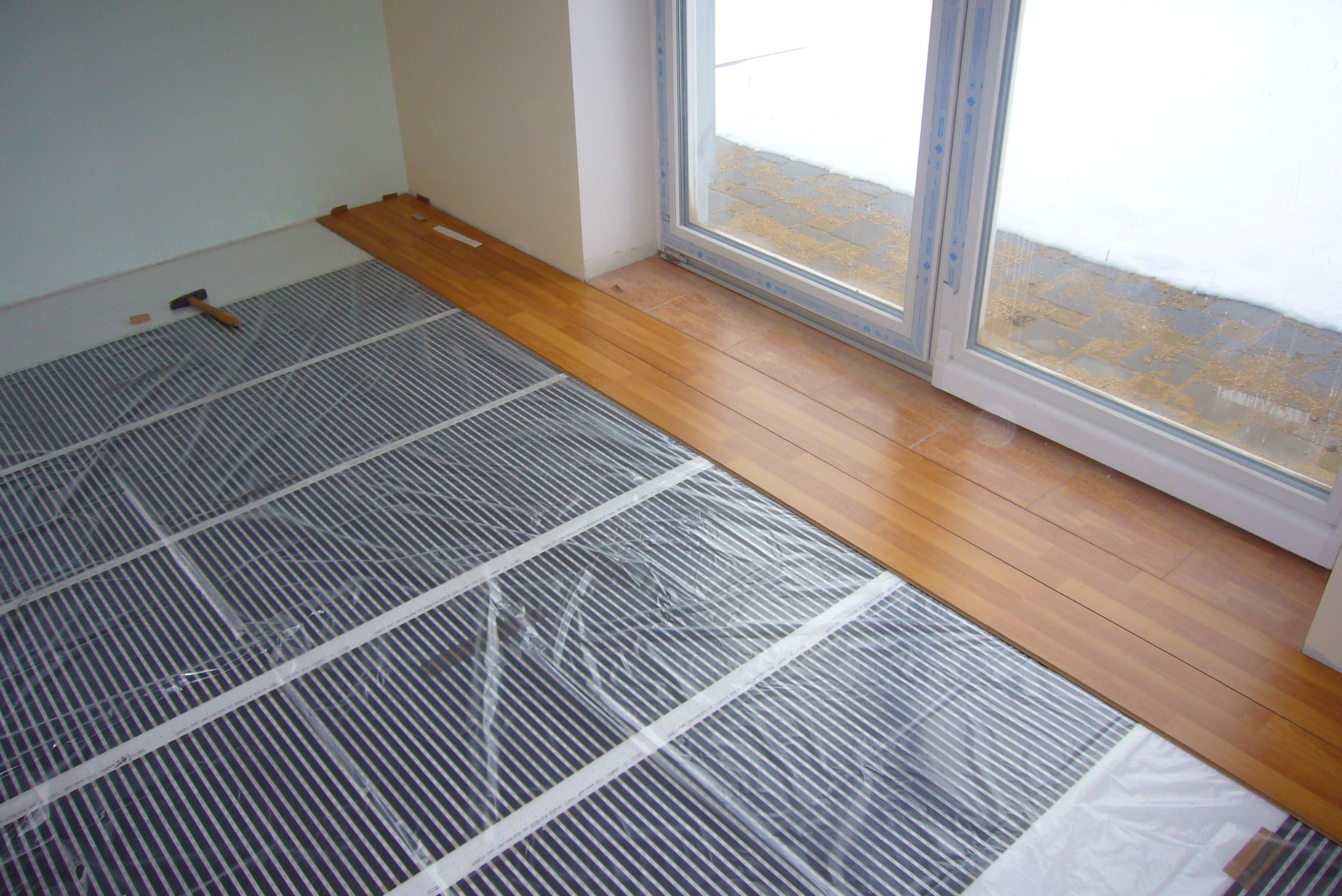 Electric heating in an energy saving detached house part for House floor heating systems