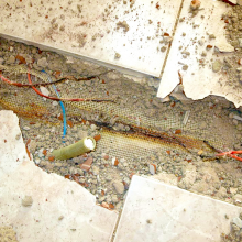 And this is the result when heating cables cross. Long-term overheating (it can take a few days, even weeks or months) broke the insulation, the connection short-circuited and the circuit breaker was activated. The picture shows the remains of the heating cable which melted during the short circuit.